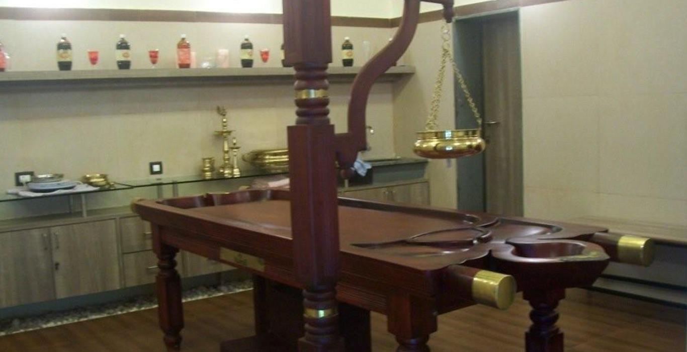 Wooden Massage Bed with Shirodhara Stand